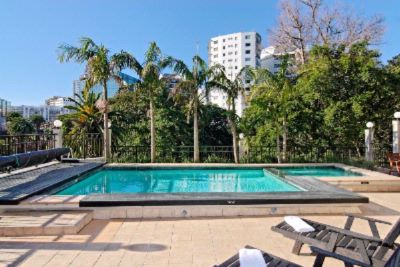 Outdoor Pool & Heated Jacuzzi Overlooking Myers Park 4 of 16