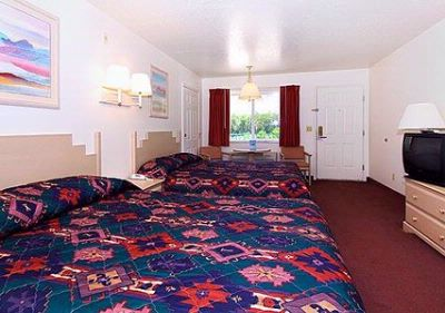 2 Queen Spacious Room 6 of 14