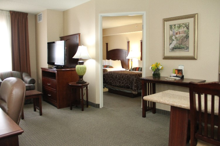 1-Bedroom Suite With 2 Double Beds...great For Sports Teams! 6 of 7