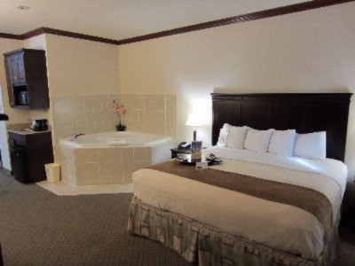 Whirlpool Suite With A Complimentary Bottle Of Champagne To Celebrate That Special Occasion 7 of 9