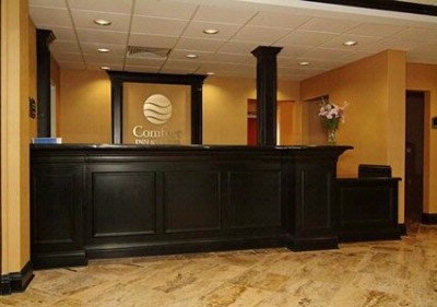 Front Desk 14 of 18
