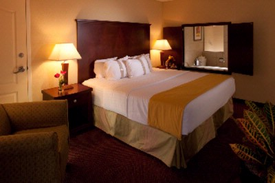 Upgraded Room Opportunity With Our Jacuzzi King Room 18 of 24