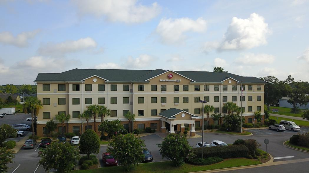 Best Western Plus Valdosta Hotel & Suites 1 of 11