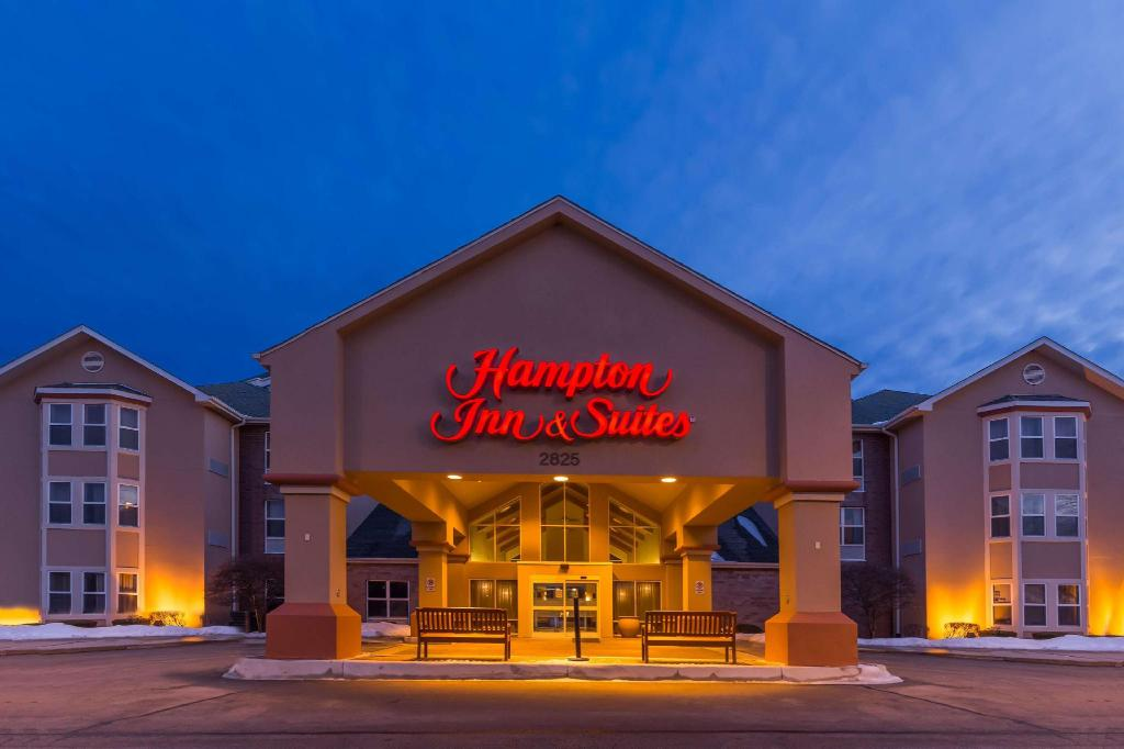 Hampton Inn & Suites Chicago / Hoffman Estates 1 of 8