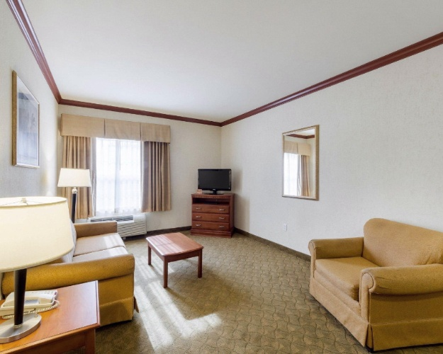 Suitesspecialtyrooms8 18 of 28
