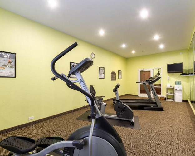 Fitness Room 6 of 28