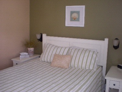 Bedroom W/queen Bed 5 of 9