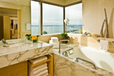 Corner Elliott Bay Suite Bath 8 of 17