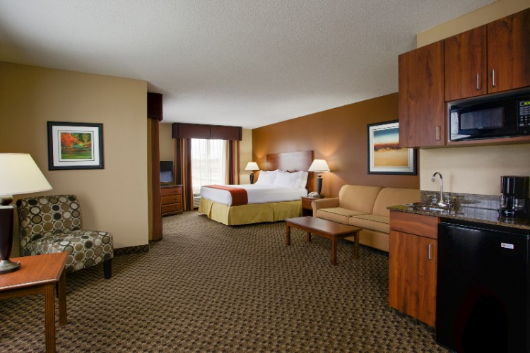 Executive Suite A Very Spacious Accommodation. 6 of 14