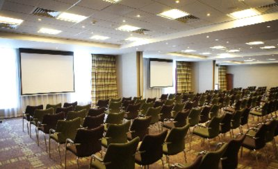 Vibrant Buckingham Suite For Up To 260 Delegates 12 of 31