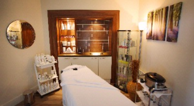 Spa Treatment Room 13 of 31