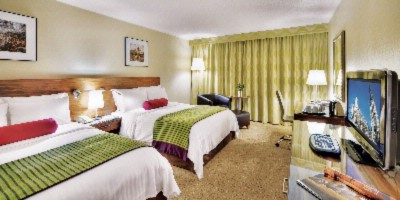 Standard Deluxe Room With 2 Queen Beds 7 of 19