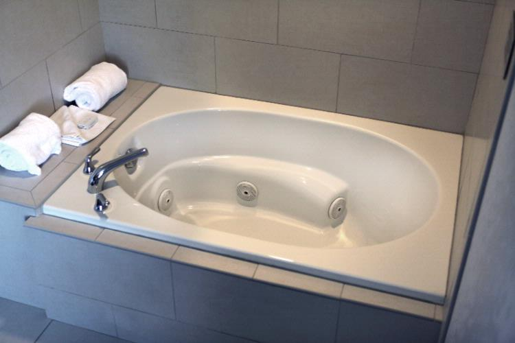 Whirlpool Suite Jetted Tub 4 of 31