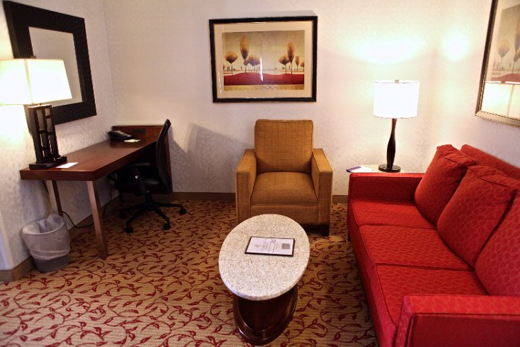 King Suite Study/lounge 6 of 31