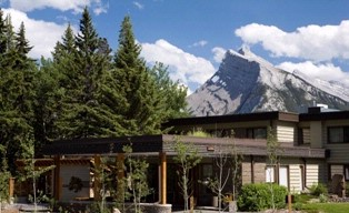 Juniper Hotel Exterior With Mountains 2 of 18