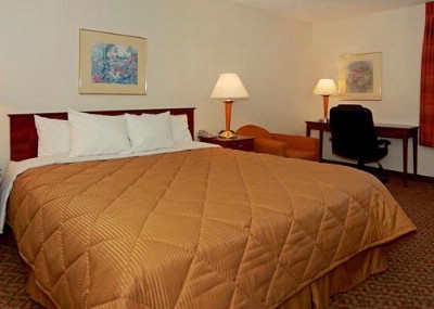 Spacious Guest Rooms Which Include Deluxe Hot Breakfast! 3 of 5