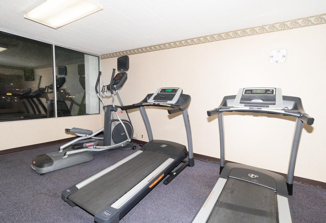 Fitness Room 8 of 10