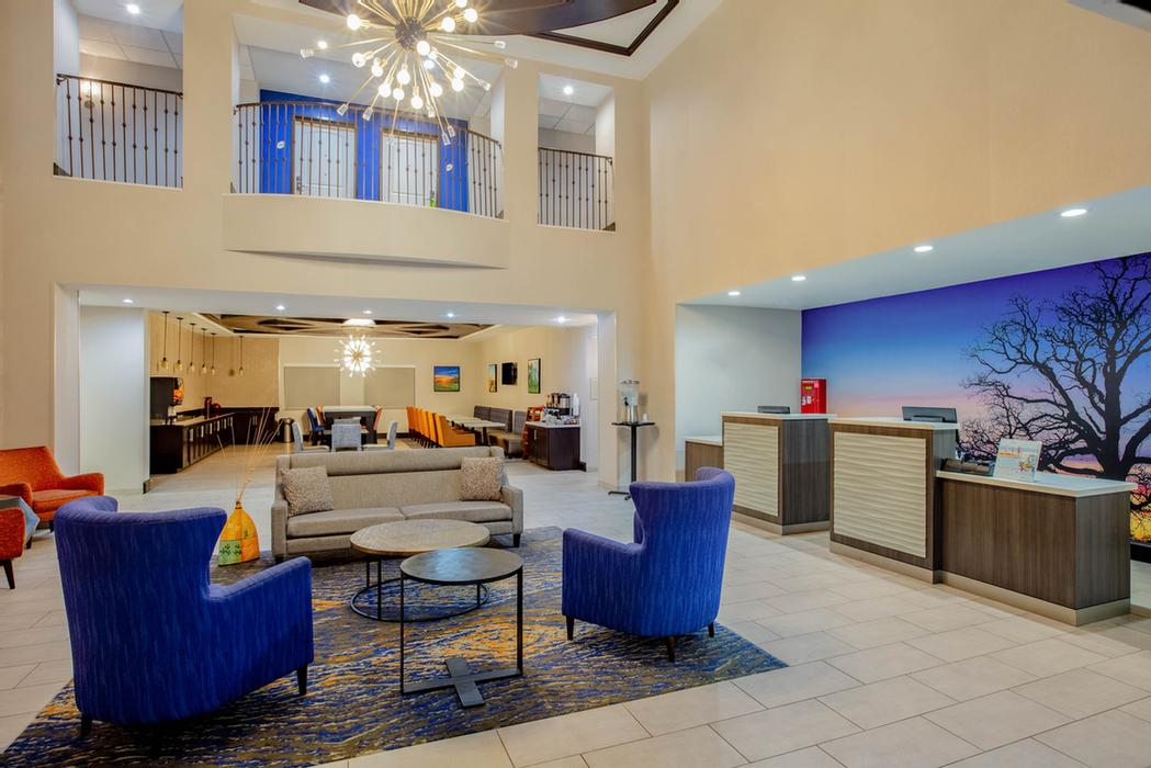 La Quinta Inn & Suites Mckinney / Frisco / Allen / 1 of 13