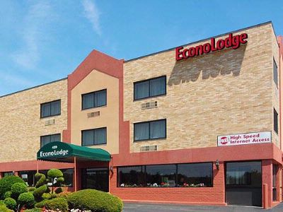 Econo Lodge 1 of 3