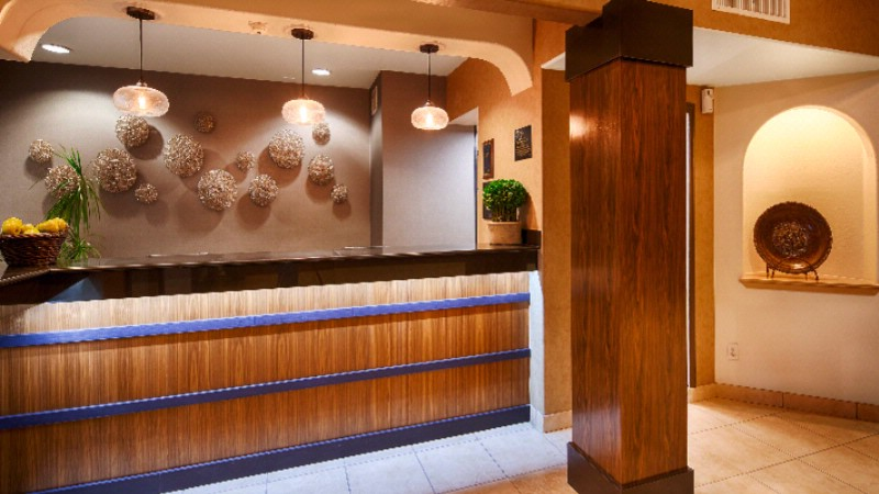 Lobby Front Desk 6 of 9