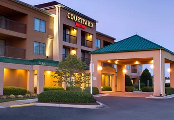 The Courtyard By Marriott Richmond Airport 2 of 9