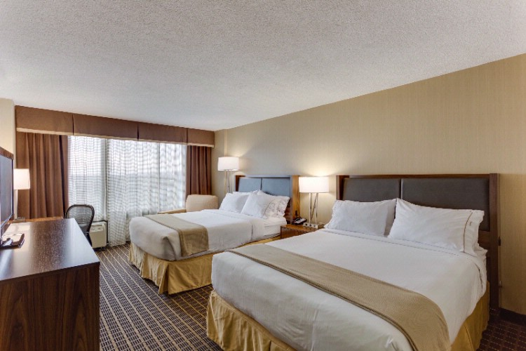 Newly Renovated Double Queen Bedded Rooms 3 of 20