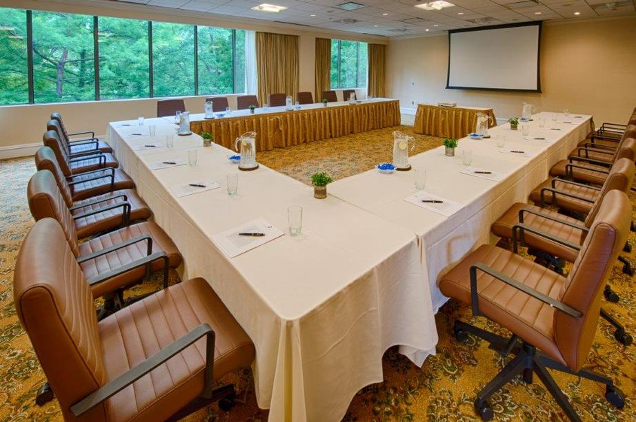 Meeting Rooms With Large Windows 3 of 11