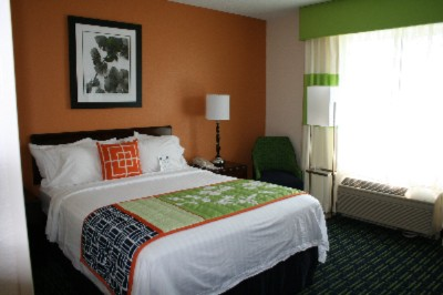 Our King Rooms Are Ideal For Our Business Travelers. 6 of 9