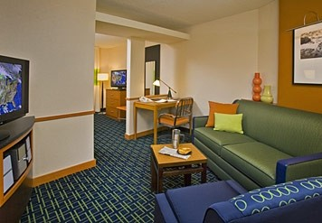 King Suites Complete With Seperate Sitting Area And Work Desk Two 32 9 of 11