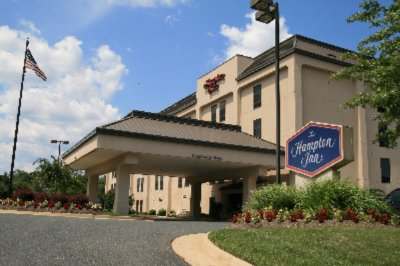 Hampton Inn Woodbridge Occoquan Potomac Mills Located Conveniently Off Of Interstate 95.