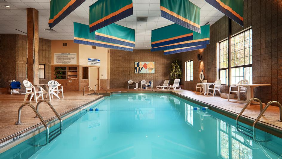 Relaxing Indoor Pool Area With Spa Steam Room And Sauna. 4 of 8