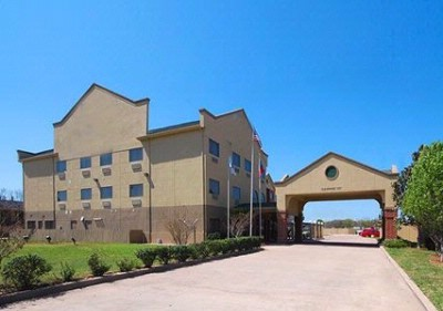 Quality Inn & Suites Baylor Stadium North 1 of 9