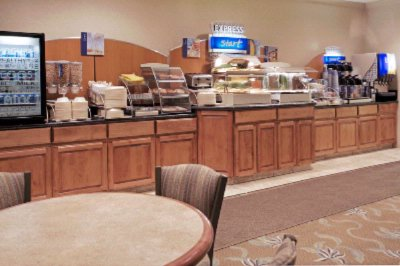 Holiday Inn Express & Suites Conroe 1 of 8