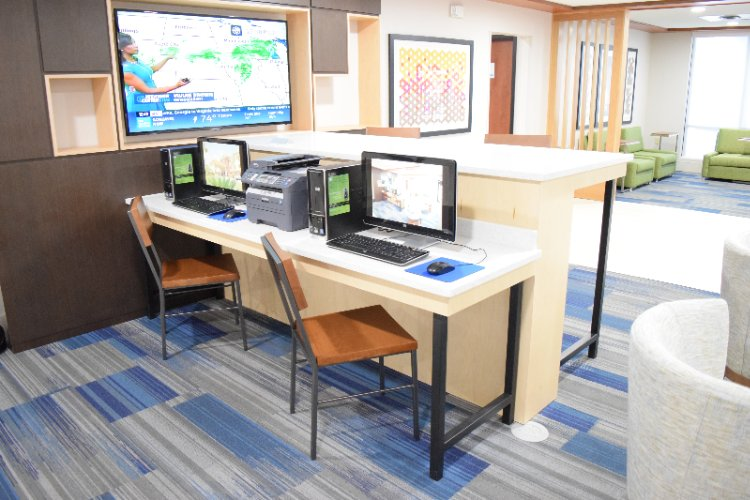 Business Center Computers 17 of 20
