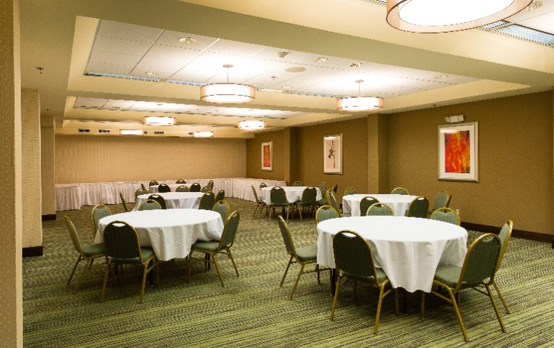 Banquet Room 17 of 31
