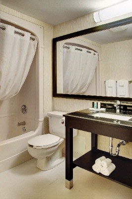 Modern Spacious Washrooms 10 of 10