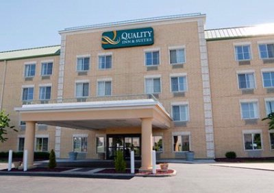 Quality Inn & Suites Cincinnati Airport 1 of 8