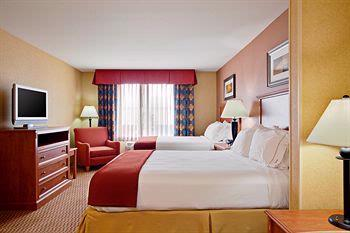 Two Queen Beds Accommodations 8 of 15