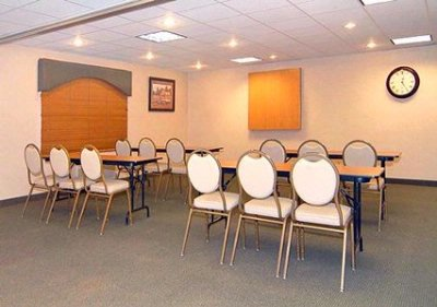 Meeting Room With Classroom-Style Set Up 10 of 15