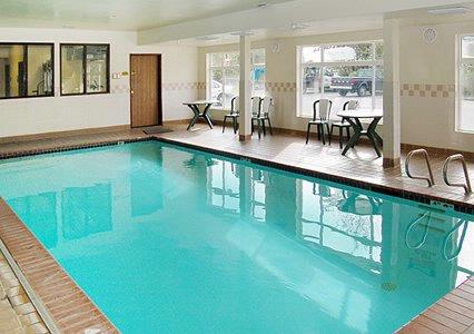 Indoor Pool & Jacuzzi 4 of 7