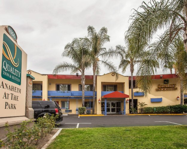 Quality Inn & Suites Anaheim at the Park 1 of 25