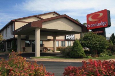 Econo Lodge 1 of 8