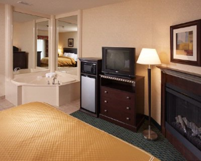King Jacuzzi Suite With Fireplace 12 of 12
