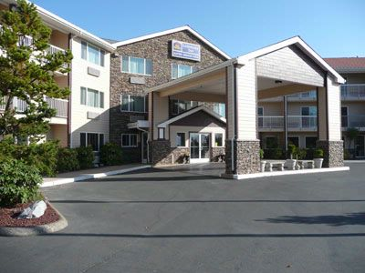 Best Western Plus Landmark Inn 1 of 4