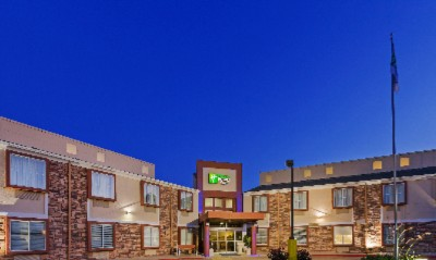 Holiday Inn Express Hotel & Suites Arlington 1 of 8