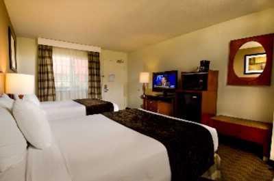 Queen / Queen Room With Flat Screen Tv 6 of 10