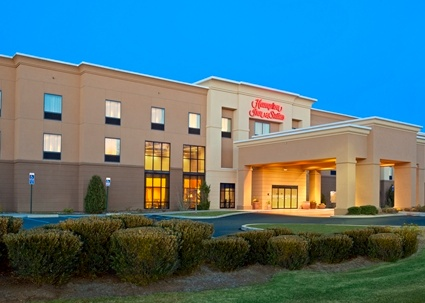 Hampton Inn & Suites Manchester Ct 1 of 3