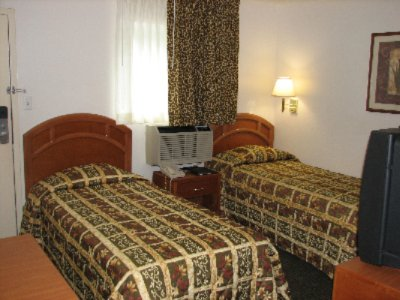Standard Room With Two Twin Size Beds 6 of 8