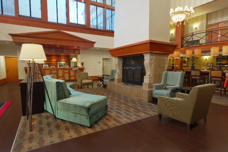 Hampton Inn & Suites by Hilton Calgary University Hotel Lobby