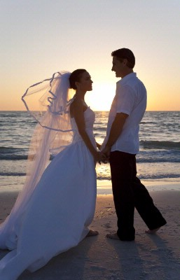Unforgettable Beach Weddings 13 of 17